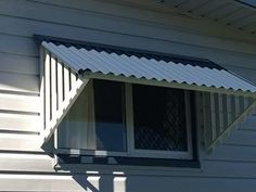 DIY Corrugated Colorbond Window Awnings with corrugated Colorbond or Zincalume roof sheets will look great on any home. Outdoor Window Awnings, Porch Awning, Canopy Outdoor, Mobile Home Windows, Porch Roof Design, House Awnings, Window Shutters Exterior, Metal Awning, Bungalow Renovation