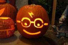 ▷ 1001 + ideas for pumpkin carving with step by step instructions - carving a Harry Potter pumpkin with the typical glasses and a scar - Harry Potter Pumpkin Carving, Scary Pumpkin Carving, Halloween Pumpkin Carving Stencils, Amazing Pumpkin Carving, Pumpkin Art, Carving Pumpkins, Halloween Tags, Halloween Pumpkins, Halloween Makeup