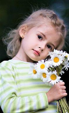 18 ideas beautiful children photography around the worlds Beautiful Little Girls, Cute Little Girls, Beautiful Children, Beautiful Babies, Baby Kind, Cute Baby Girl, Cute Kids Photography, We Are The World, Child Models