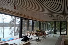 rimakatto koivu Modern Tiny House, Tiny House Cabin, Cabins In The Woods, Entertainment Room, Beach House, House Ideas, Cottage, Ceiling, Windows