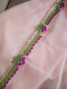 This Pin was discovered by Ayş Bead Crochet, Filet Crochet, Crochet Motif, Crochet Flowers, Crochet Edging Patterns Free, Crochet Borders, Crochet Designs, French Knot Embroidery, Sashiko Embroidery