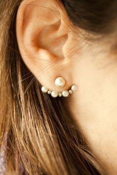 Christmas and NewYear's accessories: Playful Pearls