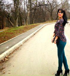 A Alexandra: OOTD: Kurtman spring Orice, Capri Pants, Ootd, Spring, Fashion, Capri Trousers, Moda, Fashion Styles, Fashion Illustrations