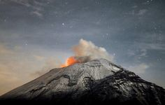 A cloud of ash belches out of Mexico's Popocatepetl volcano, some from Mexico City, as seen from Paso de Cortes, MX state of Puebla on (Arturo Andrade/APF/Getty Images Travel Pictures, Cool Pictures, Cool Photos, Mexico City, Landscape Photos, Landscape Photography, Drone Photography, Sous Surveillance, Nature