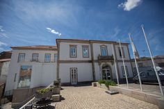 Pousada de Juventude de Idanha-a-Nova #idanhaanova #youthhostels #wheretostay #portugal Portugal, Nova, Mansions, House Styles, Home Decor, Youth, Decoration Home, Manor Houses, Room Decor