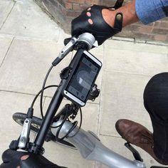 「JIVR Bike」は、折り畳み式の電動アシスト自転車。駆動系にチェーンが使用されていないのが特徴だ。また、Beacon 技術に対応した、世界初の自転車でもある。