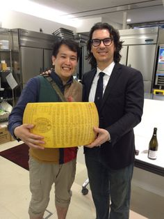 http://www.parmigianoreggiano.com/news/photo_galleries/parmigiano_reggiano_goes_japan.aspx