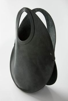 urban africa is a Cape Town based leather design studio – workshop that creates and custom-makes design pieces and fashionable accessories. Leather Purses, Leather Handbags, Leather Bags, Cow Leather, Black Leather, Leather Accessories, Fashion Accessories, Cheap Purses, Leather Design