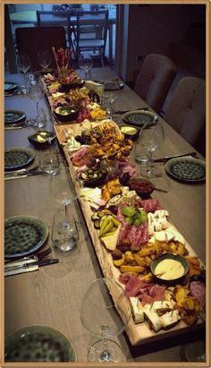 This is an easy tutorial on How to Make an a beautiful Antipasto Board Table Runner. Impress your friends and guests with this beautiful display of your favorite Antipasto foods as it runs down the center of your table on your homemade board. Charcuterie Platter, Charcuterie And Cheese Board, Antipasto Platter, Cheese Boards, Cheese Board Display, Meat Platter, Party Food Platters, Cheese Platters, Cheese Table