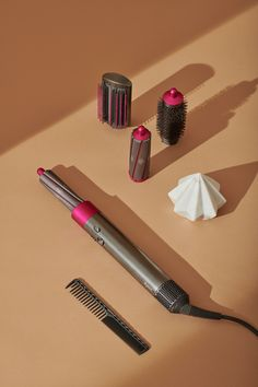 Dyson Airwrap ™ hair stylers – a new style every day – for every hair type. – permanent make up Gold Makeup, Prom Makeup, Eyeshadow Makeup, Wedding Makeup, Voluminous Hair, Wavy Hair, Afro Hair, Biracial Hair, Moisturizing Shampoo