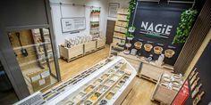 """Około 140 produktów, wszystkie z ekocertyfikatem znajduje się w ofercie warszawskiego sklepu """"NAGIE z natury"""". Wszystkie sprzedawane są """"na wagę"""", bez opakowań."""