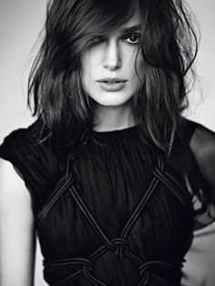 One of the gorgeous actress is Keira Knightley. If you want to se her bob hairstyles, these 15 Best Keira Knightley Bob Haircuts will inspration for you. Medium Hair Styles, Short Hair Styles, Hair Medium, Keira Christina Knightley, Keira Knightley Hair, Twisted Hair, Celebs, Celebrities, Great Hair