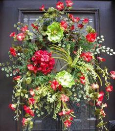 corona garrafa Newest Front Door Wreath Decor Ideas For Summer 35 Summer Door Wreaths, Wreaths For Front Door, Christmas Wreaths, Summer Door Decorations, Spring Wreaths, Christmas Door, Wreath Crafts, Diy Wreath, Wreath Ideas
