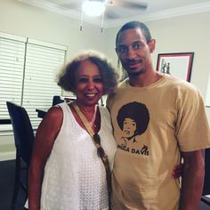 """Met Mrs. Valda Montgomery at my friend 's son graduation party. What started out as her asking me for publishing advice, turned to hours of her giving me a history lesson, advice and encouraging words to keep doing what I'm doing.  As a child she and her family were neighbors of Dr. Martin Luther King Jr and were instrumental in his movement. She fondly remembers him as her """"Uncle"""". Check her book out about him """"Just a Neighbor"""". #author #art #entrepreneur #history #civilrights #mlk"""