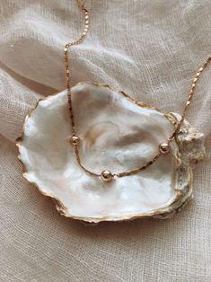 Cream Aesthetic, Classy Aesthetic, Brown Aesthetic, Dainty Jewelry, Cute Jewelry, Jewelry Accessories, Photo Jewelry, Fashion Jewelry, Fashion Fotografie