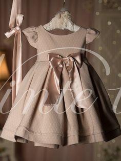 Περιλαμβάνει:    Φόρεμα  Κορδέλα