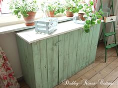 Shabby-Roses-Cottage: Handpainted Pallet made into gardening bench