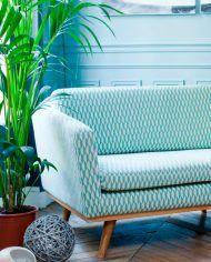 Nos encantan los sofás individuales con mucho espacio para acurrucarse pero que también son cómodos y perfectos para dos. #decoracion #diseno #sofa #hogar