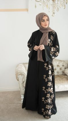 Renew your wardrobe with these, new abaya style which will enhance your personality. We have come with 50 different abaya style 2020 that will make you Abaya Designs Dubai, Abaya Designs Latest, Abaya Fashion, Modest Fashion, Dubai Fashion, Fashion Outfits, New Abaya Style, Burqa Designs, Estilo Abaya