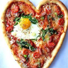 Embedded image Valentines Breakfast, Valentines Day Food, Valentines Recipes, Homemade Breakfast, Breakfast Recipes, Breakfast Ideas, Bed Recipe, Egg Pizza, Gastronomia