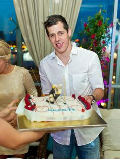 Happy dirty 30 birthday to NHL star and now two-time Stanley Cup champ Evgeni Malkin! (July Enjoy your cake and cup this summer! Pens Hockey, Hockey Mom, Ice Hockey, Hockey Stuff, Pittsburgh Sports, Pittsburgh Penguins, Hockey Cakes, Evgeni Malkin, The Sporting Life
