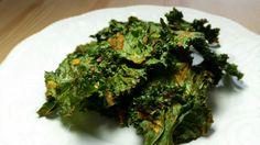 Easy, cheesy kale chips! -- Délicieuses chips de kale au nacho épicé, à essayer!