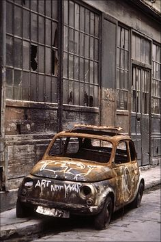 Rust in Peace.this is like the Fiat 600 that I had when I was 16 Abandoned Cars, Abandoned Places, Pompe A Essence, Rust In Peace, Rusty Cars, Barn Finds, Old Trucks, Old Cars, Urban Decay