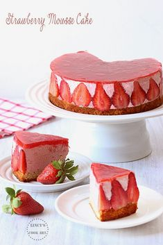 Mousse cake layered on top of a sponge cake filled with strawberry mousse and topped with strawberry jelly. Strawberry Mousse Cake, Strawberry Recipes, Strawberry Jelly, Mousse Dessert, Köstliche Desserts, Delicious Desserts, Dessert Recipes, Quick Dessert, Easy Cake Recipes