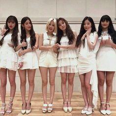 Extended Play, K Pop, South Korean Girls, Korean Girl Groups, Soyeon, Soo Jin, Japan Girl, Kpop Fashion Outfits, Cube Entertainment