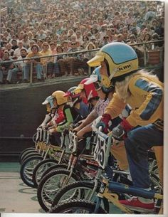 unorthodoxparadox: Race is on… Vintage Bmx Bikes, Retro Bicycle, Bicycle Race, Mtb Bike, Bmx Cruiser, Vintage Helmet, Bmx Racing, Bmx Freestyle, Balance Bike