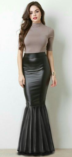 I love skirts like this and want to wear them but they  would bury me ,I am only short oxoxo