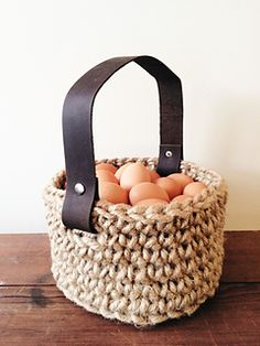 Free pattern Create a beautiful jute basket for Easter or other home storage!