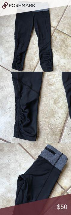 Lululemon  crop leggings luxtreme Womens / size 2 / black luxtreme material / grey waist / workout running yoga / crop pant / yoga leggings/ lululemon athletica Pants Leggings