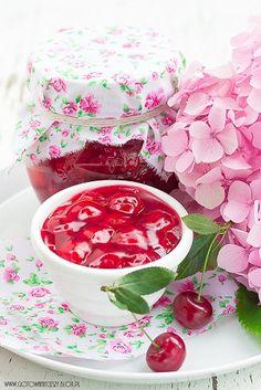Frużelina z wiśni to jedne z moich ulubionych, letnich przetworów. Za wypiekami z wiśniami jakoś specjalnie nie przepadam, kompot czy sok wiśniowy są mi Mixed Grill, Party Time, Jelly, Tea Cups, Berries, Deserts, Cherry, Sweets, Dishes