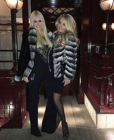 @Regrann from @amandacarolinecronin -#me #metoday #potd #pictureoftheday #wiwt #whatiworetoday #ootd #outfitoftheday #ootdmagazine #furparka #fur #louisvuitton #valentinobag #valentinoglamlock #instadaily #instaaddict #instablogger #fashionblogger #fashionblogger_de #fashionblogger_muc #germanblogger #blogger #blogger_de #lifestyleblogger #prettylittleiiinspo #kissinfashion #bestoftheday #lovemylife #inspiration