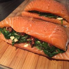 Fillet of salmon filled with sun-dried tomato, spinach and feta . Salmon Recipes, Fish Recipes, Healthy Recipes, Good Food, Yummy Food, Spinach And Feta, No Cook Meals, Food Inspiration, Food Porn