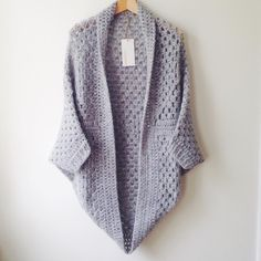 #Crochet #Granny Cocoon Shrug Free Patternhttp://www.mariavalles.com/blog/granny-cocoon-shrug: or for the finer version  http://www.domesticbliss2.com/2015/12/the-cozy-cocoon-cardigan-free-crochet.html#.WCLIavkrK03