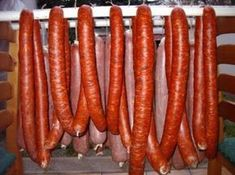 Sausage making - Kolbász készítése - Kifőztük, online gasztromagazin Hungarian Cuisine, Hungarian Recipes, Hungarian Food, How To Make Sausage, Food To Make, Sausage Making, Charcuterie, Cookbook Recipes, Cooking Recipes