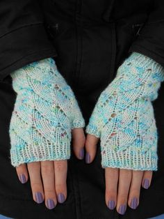 Mitaines Neige Enchantée - explications tricot - Tutoriels de tricot chez Makerist Knit Mittens, Knitted Gloves, Fingerless Gloves, Arm Warmers, Hand Knitting, Knit Crochet, Stitch, Sewing, Pattern