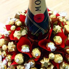 Who would love to receive this Ultimate Indulgence Bloom? #edibleblooms #chocolatebouquets #indulgence #moet #ferrerorochers #gifting #champagne