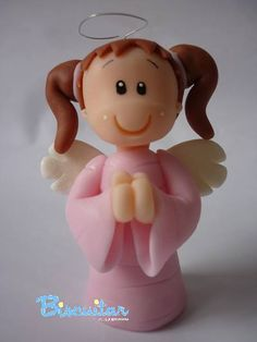 Angelito con coletas Christmas Clay, Christmas Angels, Clay Crafts, Fun Crafts, Clay Angel, Fondant Cake Toppers, Clay Figurine, Miniature Crafts, Pasta Flexible