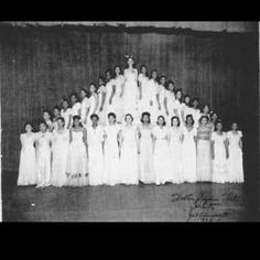Vintage Images of Delta Sigma Theta We Adore We adore vintage style in the South. With January in full swing, we are also celebrating the founding of many Black Greek Letter Organization. Today we are highlighting the stylish ladies of Delta Sigma Theta. Delta Sigma Theta Gifts, Omega Psi Phi, Alpha Kappa Alpha Sorority, Alpha Chi, Sorority Life, Sorority Sisters, Happy Founders Day, Delta Girl, Southern Belle
