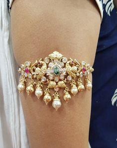Vanki Designs Jewellery, Jewelry Design Earrings, Gold Earrings Designs, Gold Bangles Design, Gold Jewellery Design, Gold Jewelry, Gold Necklace, Neck Choker, Chocker