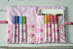 trousse à crayons et carnet