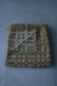 VINTAGE WELSH WOOL REVERSIBLE TAPESTRY BLANKET GOLD & CREAM in Antiques, Fabric/ Textiles, Quilts | eBay