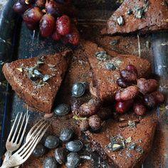 Kladdkaka med lakrits - recept   Mitt kök Omega 3, Steak, Desserts, Mat, Food, Tips, Caramel, Tailgate Desserts, Deserts