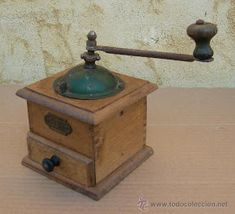 Antique Coffee Grinder, Coffee Grinders, Old Technology, Curious Cat, I Love Coffee, Vintage Shabby Chic, Retro, Home Deco, Old Photos
