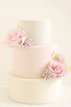 Sometimes in cake design, less is more. Get inspired by these pretty and simple wedding cakes for your next cake decorating project. Blush Wedding Cakes, Beautiful Wedding Cakes, Gorgeous Cakes, Pretty Cakes, Cake Wedding, Purple Wedding, Gold Wedding, Floral Wedding, Fondant Cakes