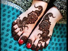 Below the foot:   Can you imagine anything cuter than this pic? Yes its such an amazing design neatly done on the foot of a little beautif...