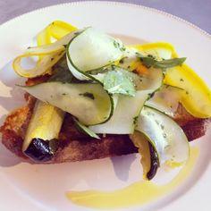 Seasonal lemon and basil courgettes on crusty soughdough Basil, Lemon, Eat, Breakfast, Food, Zucchini, Morning Coffee, Essen, Yemek